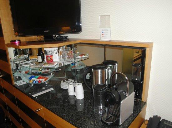 Swissotel Zurich: Coffee in the room