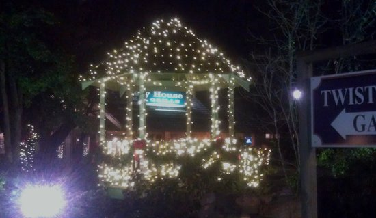 The Pottery House Cafe and Grille: Christmastime