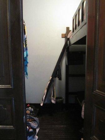 Luna's Castle Hostel: il faut s'habiller dans le couloir !