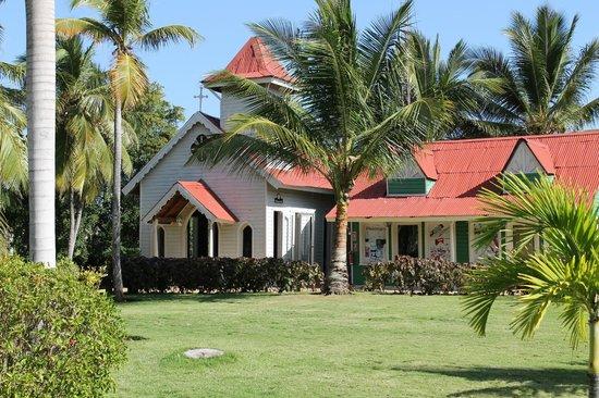 Caribe Club Princess Beach Resort & Spa : la petite église à côté des boutiques