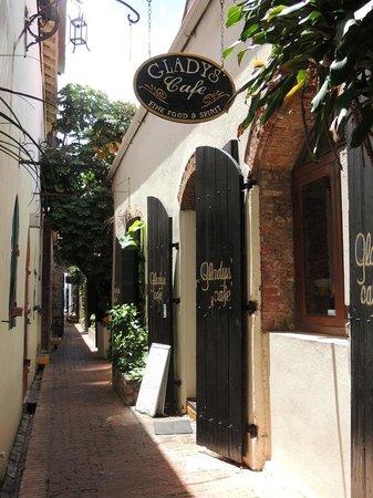Gladys' Cafe : Outside