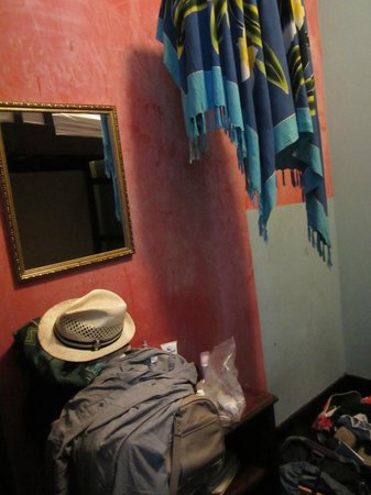 Luna's Castle Hostel: Minuscule
