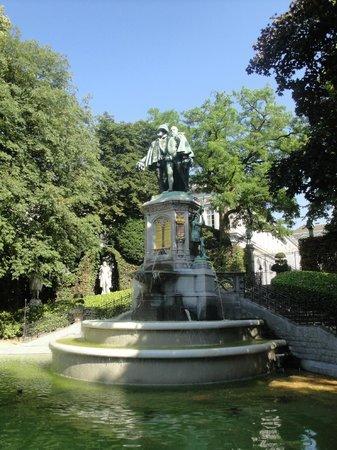 Jardin du Petit Sablon : Fountain