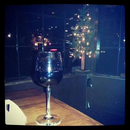 ‪‪Carmelo's Restaurant‬: great date night location!! wine & a nice view of Center Street.‬