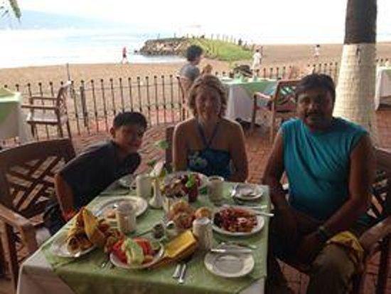 Sunscape Puerto Vallarta Resort & Spa: Having Breakfast really nice with view to the beach