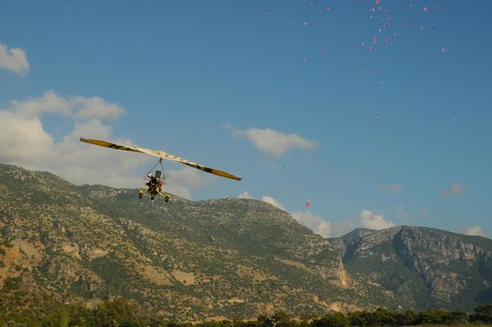 Plage d'Oludeniz (Lagon bleu) : microlight with flowers :))