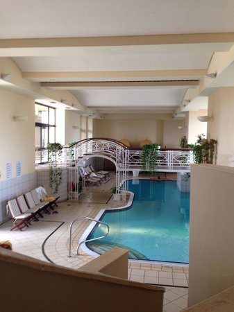 Corinthia Hotel St. George's Bay : Fab fab indoor pool. Lovely and warm