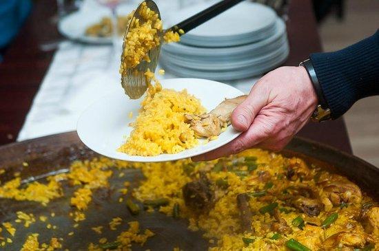 Rodrigo: Distributing the paella...