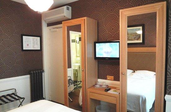 Bureau Chambre - Chambre Executive - Picture of Hotel Eber, Paris ...