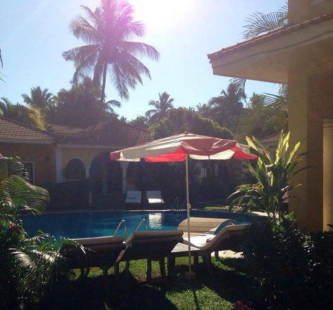 Casa De Goa Boutique Resort: poolside