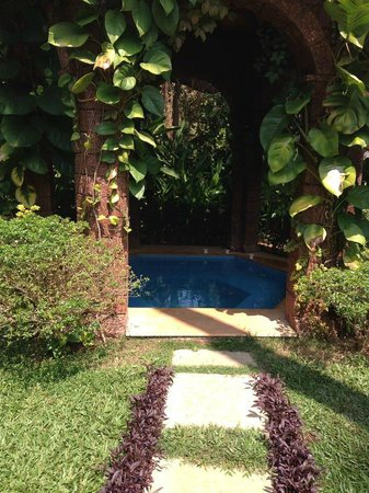 Casa De Goa Boutique Resort : poolside