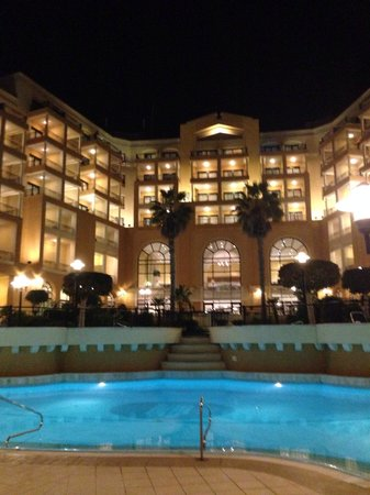 Corinthia Hotel St. George's Bay : Fab night time view of the hotel
