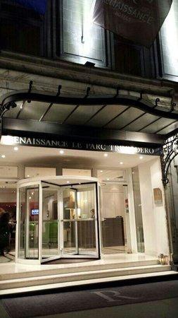 Renaissance Paris Le Parc Trocadero Hotel: Hotel entrance
