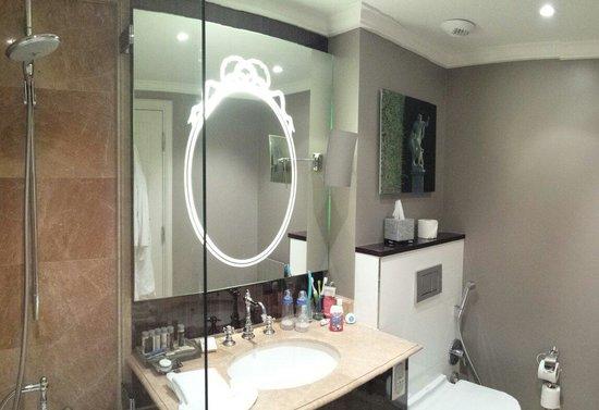 Renaissance Paris Le Parc Trocadero Hotel: Best bathroom you could have