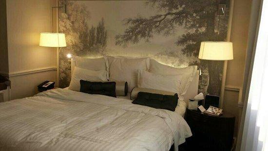Renaissance Paris Le Parc Trocadero Hotel: Comfortable bed