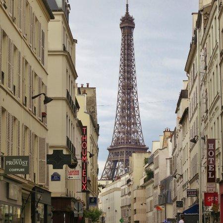 Hotel Eber: Environnement - Rue Saint-Dominique - Vue Tour Eiffel