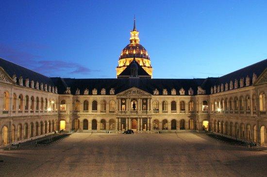 Hotel Eber : Environnement - Musée des Armées - Invalides