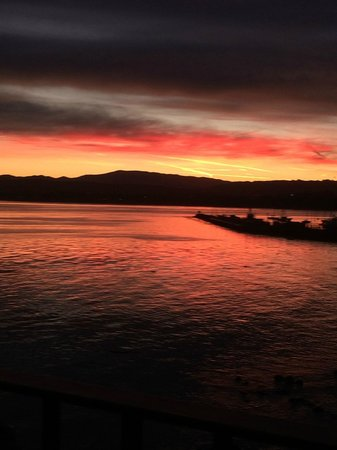Monterey Bay Inn : view of sunrise from room balcony