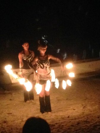 Hotel Luamey: Fire dancers on beach (Free)