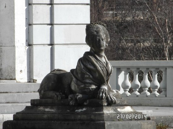 One of 2 statues flanking the doors of Oldway Mansion