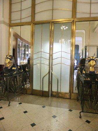 Hotel Paris Prague: Restaurant service doors
