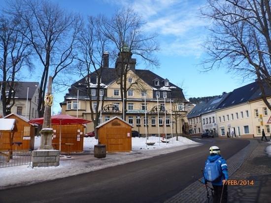 Rathaushotels: rathaushotel gelbes haus