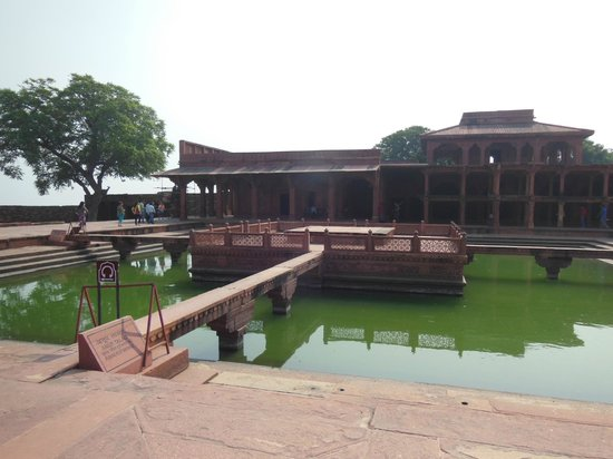 A pool in front of Khwabgah