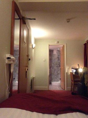 Days Hotel London- Waterloo : Bedroom