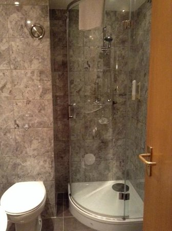 Days Hotel London- Waterloo : Bathroom