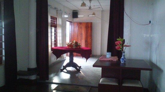Vubu: Petit salon que l'on traverse pour accéder aux 3 chambres