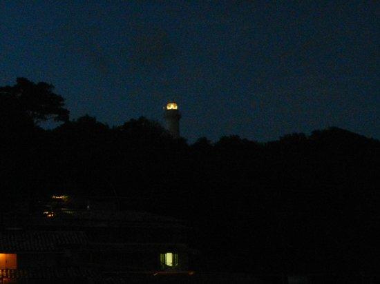 Pousada Safira do Morro: El faro en la noche visto desde nuestra habitación