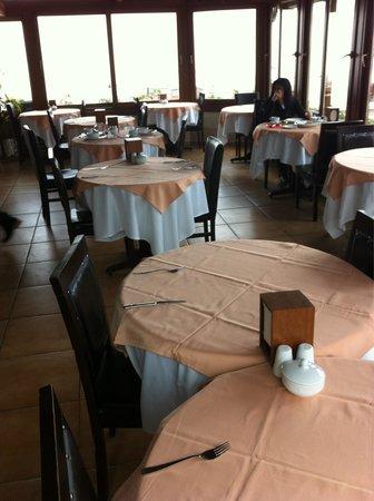 Mevlana Hotel: Breakfast room.