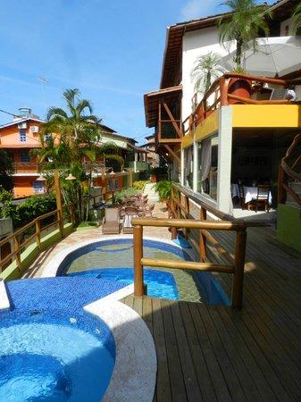 Pousada Safira do Morro: La Posada y la piscina