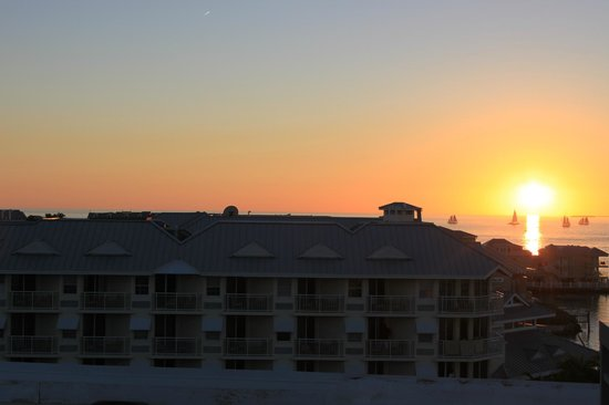 The Galleon Resort And Marina : Sunset view from the Observation Deck