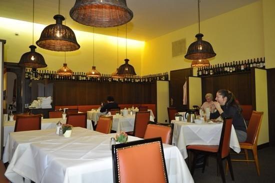 Graben Hotel : desayunando
