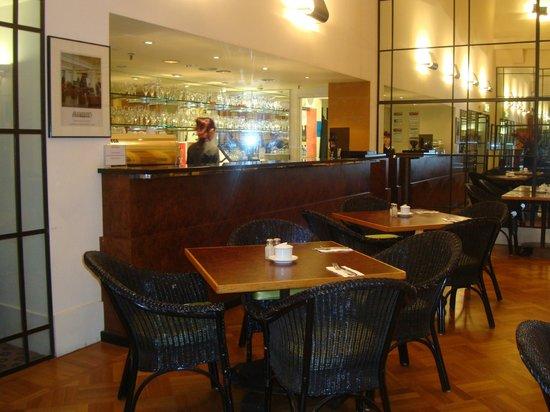 Vibe Savoy Hotel Melbourne: angolo del ristorante
