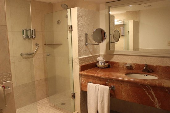 Occidental Costa Cancun : Huge Bathroom with a nice big shower!