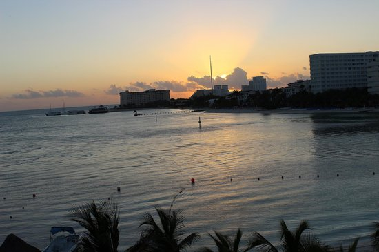 Occidental Costa Cancun: Perfect spot to watch the sun rise!