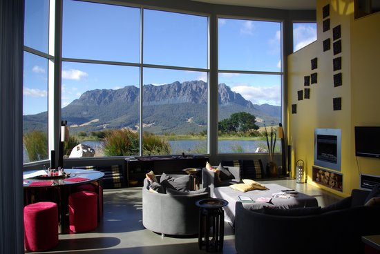Eagles Nest Retreat : The view from the dining/living room