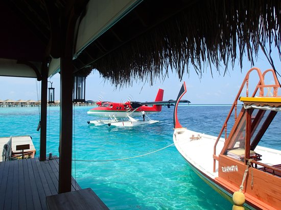 Constance Moofushi : Arrival Jetty- stunning water again !