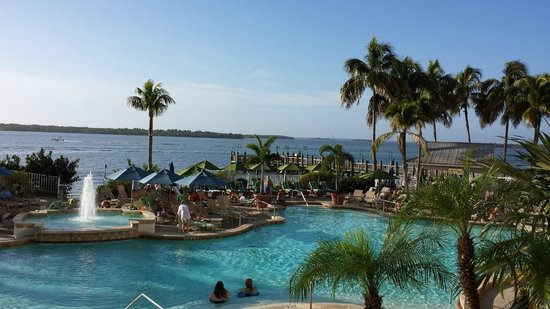Sanibel Island Hotels: Pool Right Up To The Waters Edge