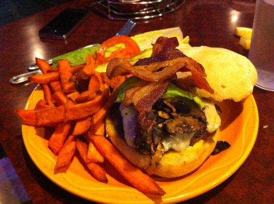 Surfrider Cafe: Surfrider Burger & sweet potato fries