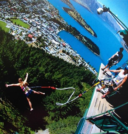 AJ Hackett Bungy New Zealand: Ledge bungy