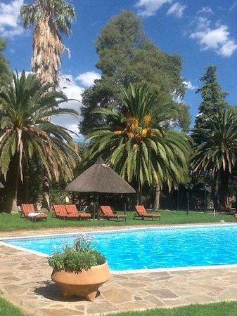 Safari Hotel: Окрестности бассейна прекрасны
