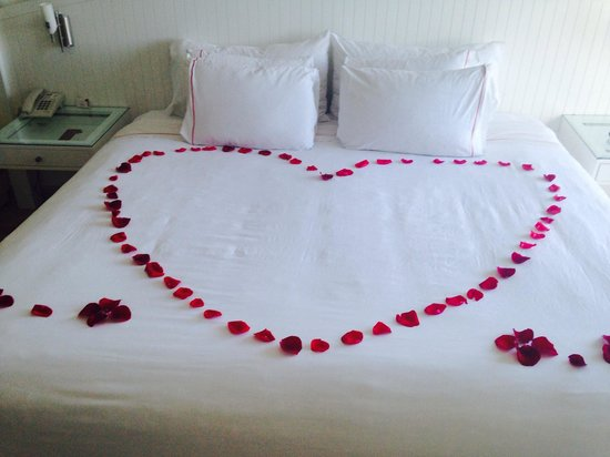 Bel Air Collection Resort & Spa Cancun: Hearts on bed when we arrived