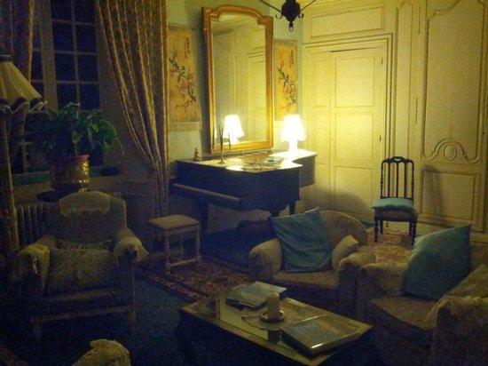 Chateau de la Roque : piano room
