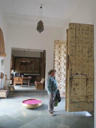 Barsingha Villa : Huge entrance doors / reception