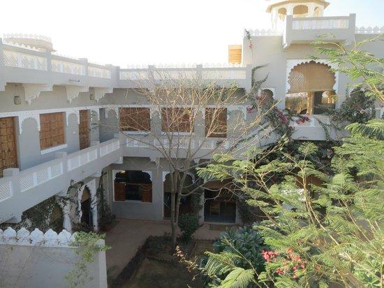 Barsingha Villa : Inside the grounds.