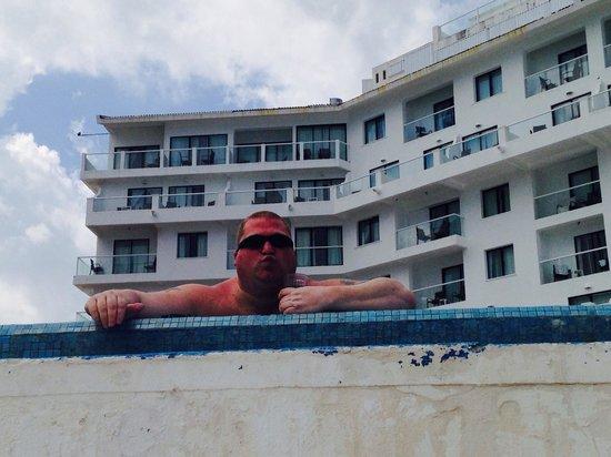 Bel Air Collection Resort & Spa Cancun: Enjoying the pool