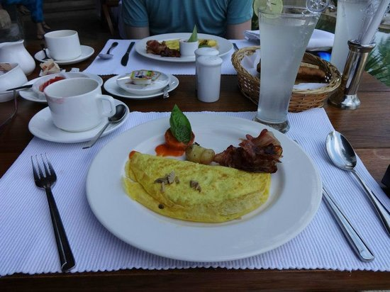 Niraamaya Retreats: breakfast